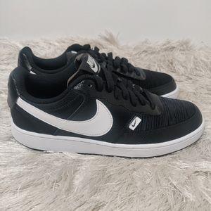 New Nike Black sneaker sz 7.5